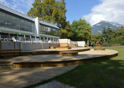 Aménagement paysager pour une piscine collective