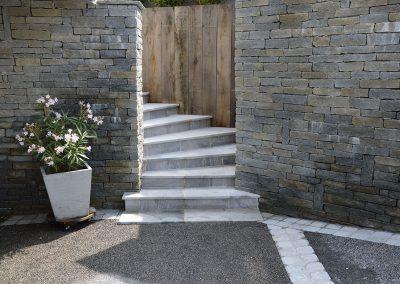 Réalisation d'un escalier en pierre de Savoie