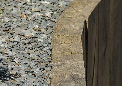 Mur poutre chêne, paillette d'ardoise