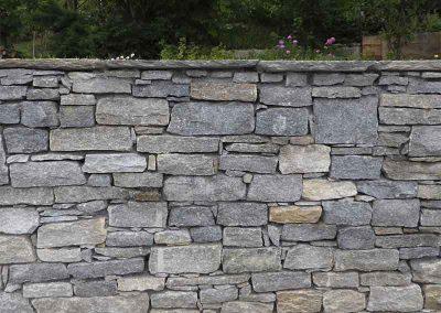 Mur de soutènement en pierre naturelle