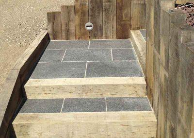 Escalier poutre chêne, dalle en pierre