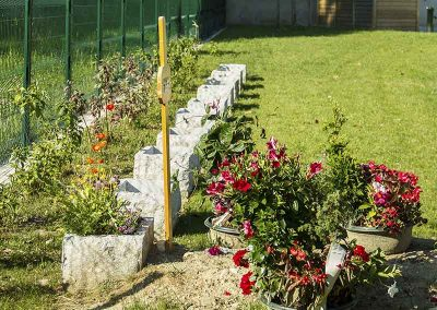 Cimetière végétalisé, jardinière en granite
