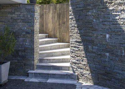 Escalier pierre de Savoie et mur en pierre de Luzerne