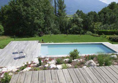 Piscine avec terrasse en platinage bois, massif minéral