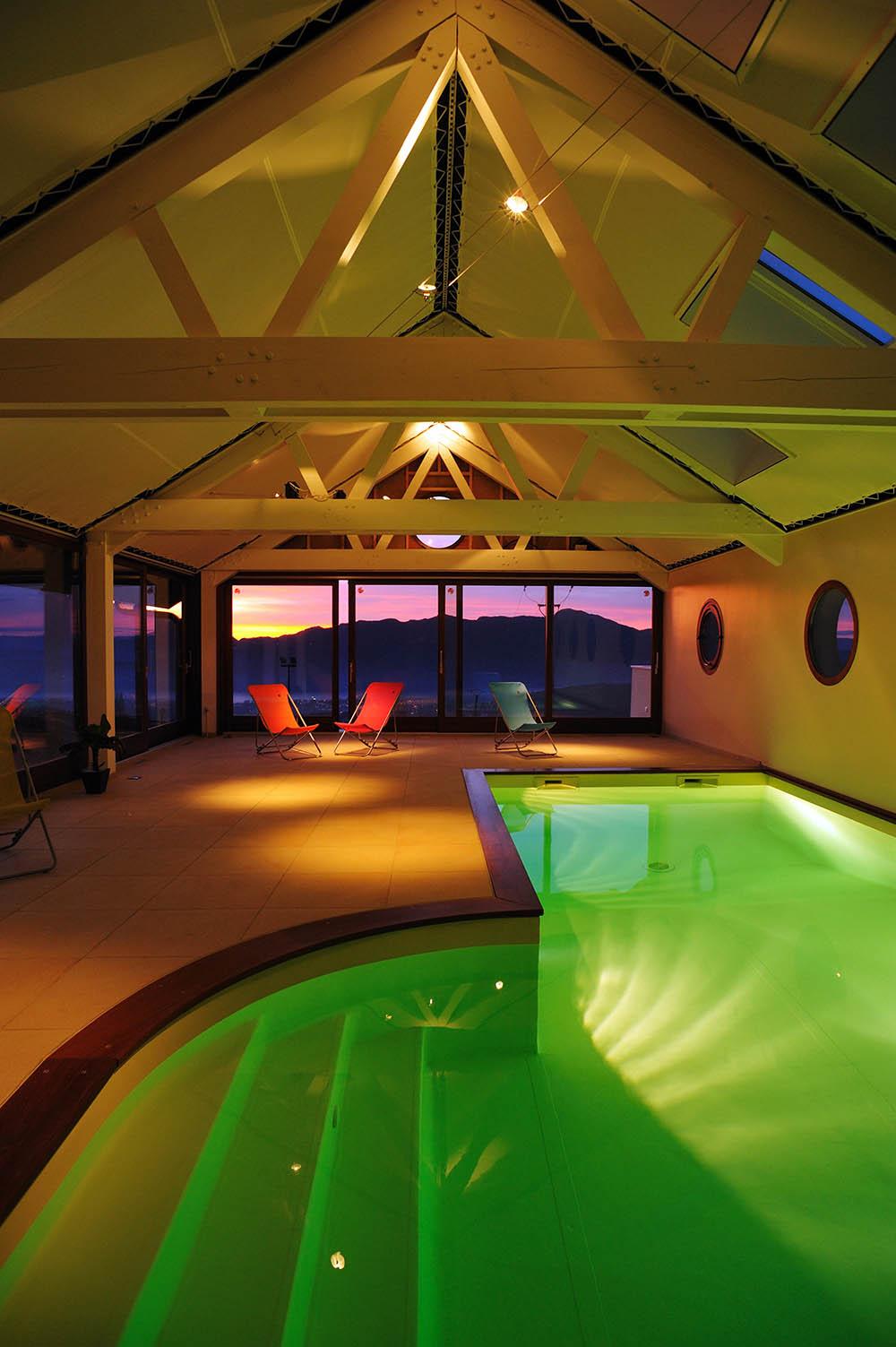 Faire Construire Une Piscine Intérieure une piscine intérieure : se baigner par tous les temps