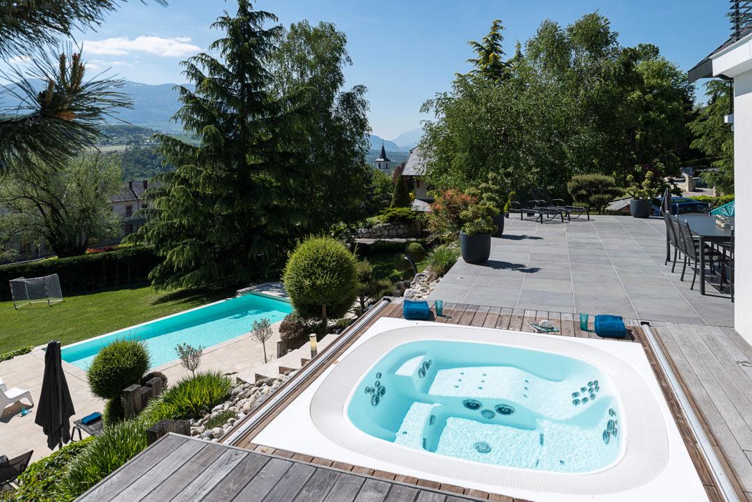 Gonthier création jardin avec piscine et spa en Savoie 73