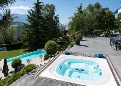 Jardin avec piscine & spa